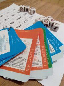 EROM-hankkeen opetusmateriaalia pöydällä